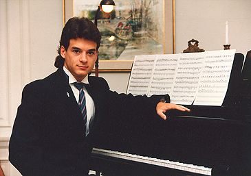 Photo of Jallen at the Piano, senior in college
